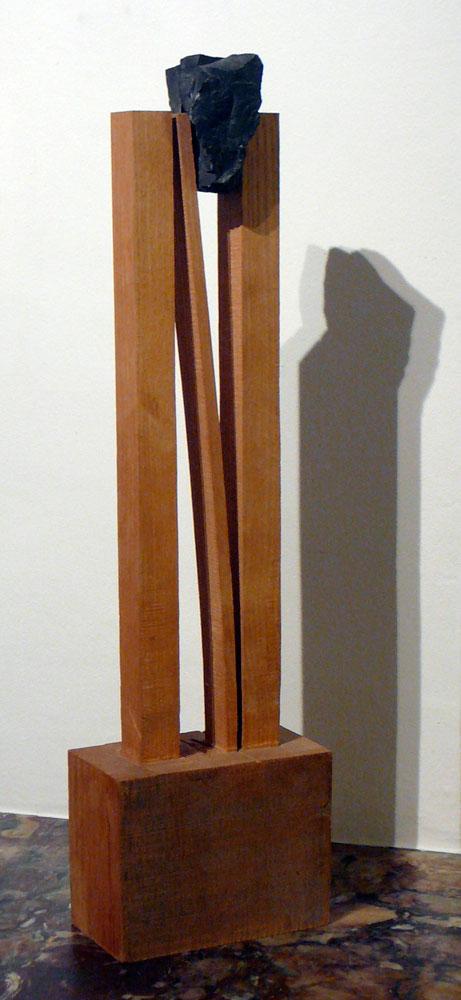Dwars in klem, 1997, hout & steen,  52 x 14 x 8 cm